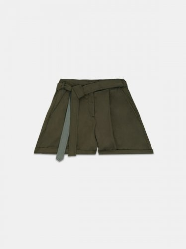 Bella Bermuda shorts in olive-green with belt at the waist